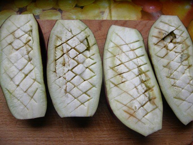 Разрезанные баклажаны